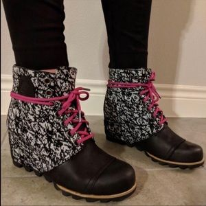 NWT Sorel PDX Waterproof Wedge Boots Black/White